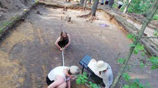 Процесс работы на могильнике. Фото bsu.by