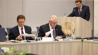 Игорь Карпенко (в центре)