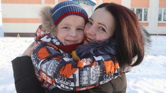 Оксана Денисова с сыном Матвеем. Фото из архива