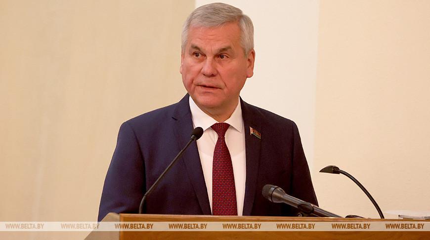 Владимир Андрейченко во время собрания