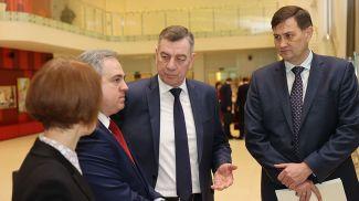 Максим Рыженков (справа)