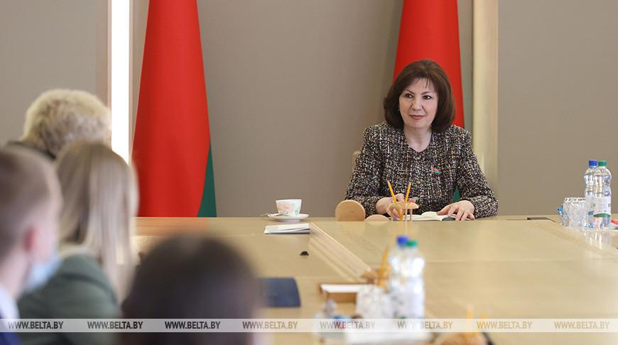 Наталья Кочанова во время встречи с учащимися
