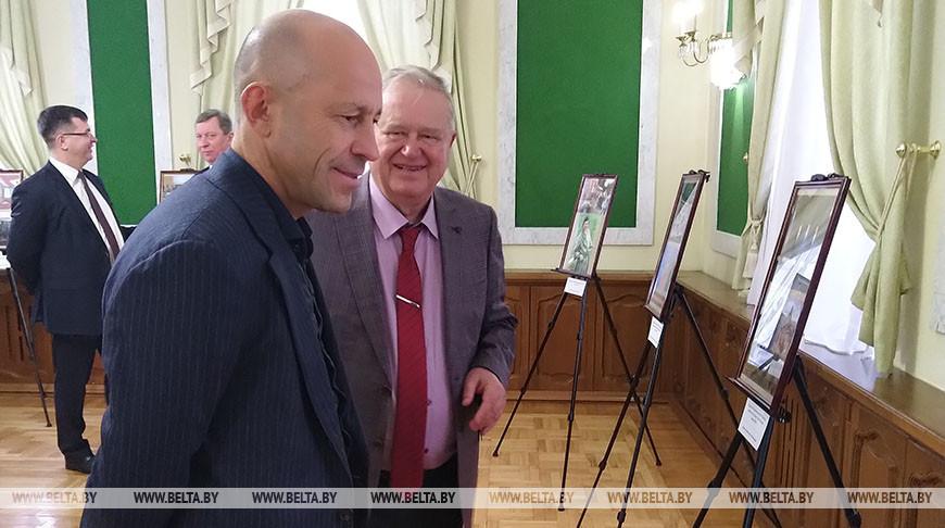 Российское генконсульство презентовало в Бресте фотовыставку 'Дипломатия как искусство'