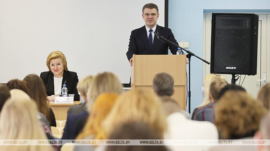 Владимир Кухарев во время выступления