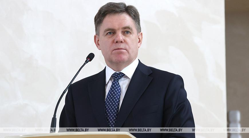 Игорь Петришенко во время встречи с активом вуза