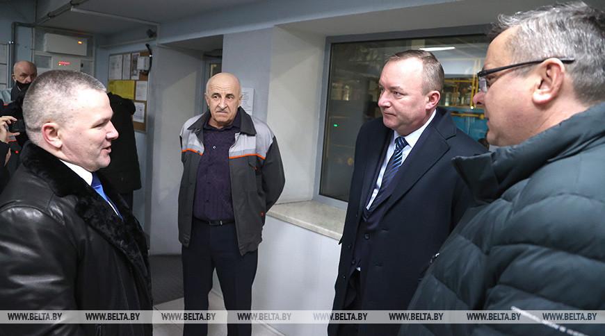 Леонид Мартынюк во время встречи с рабочими предприятия