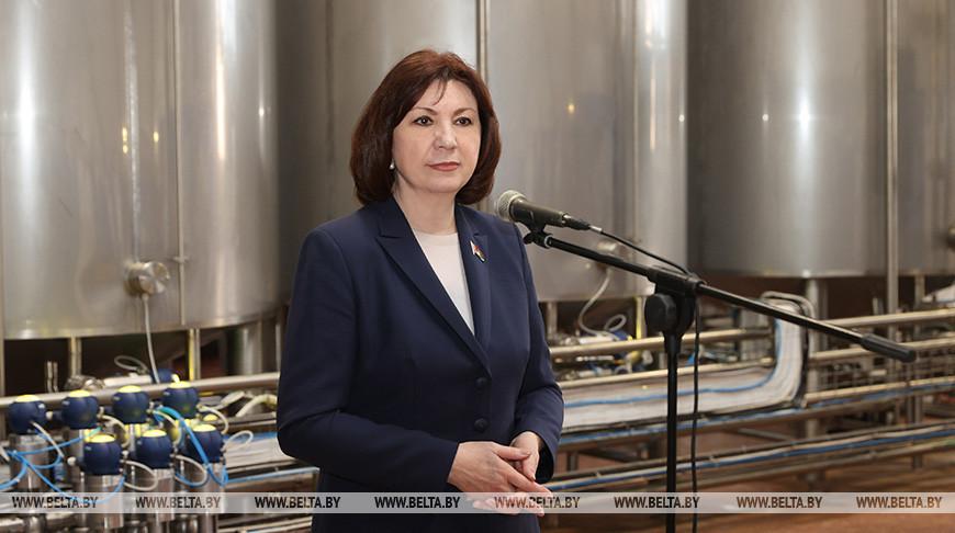 Наталья Кочанова во время встречи с коллективом предприятия