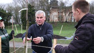 Владимир Андрейченко во время субботника