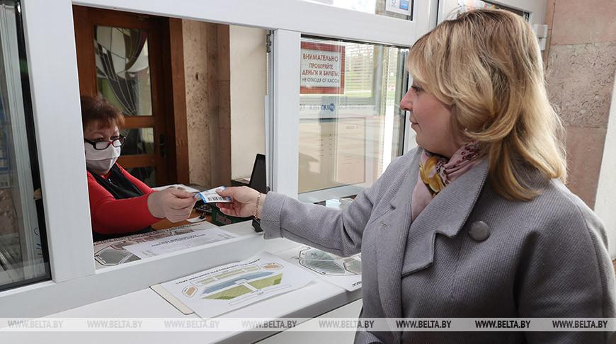 Татьяна Зайковская приобретает билеты на фестиваль