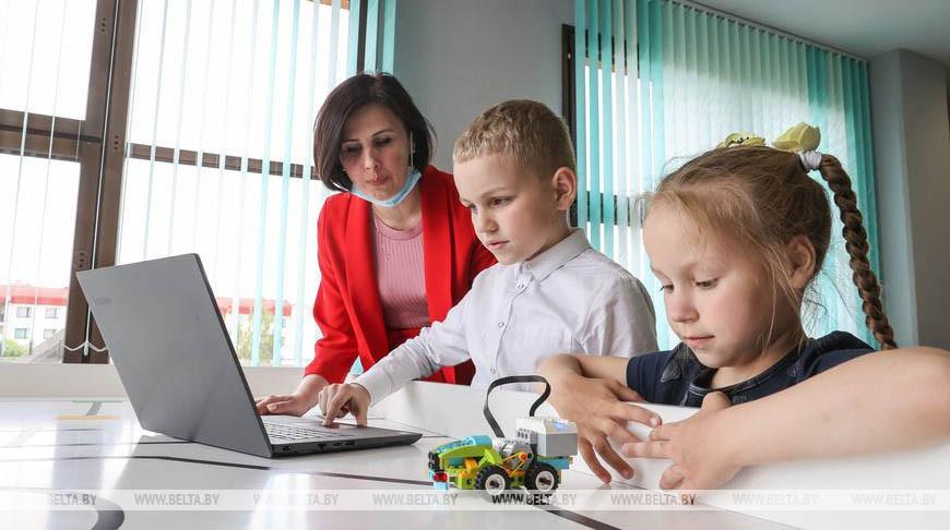 РЕПОРТАЖ: Программируют даже первоклашки: в барановичской гимназии каждый шестой ученик увлечен IT