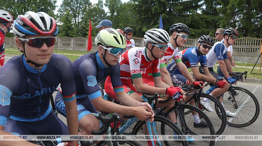 ФОТОФАКТ: Мемориал Кирилла Орловского по велоспорту на шоссе проходит в Мышковичах0