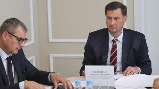 Максим Рыженков во время приема граждан