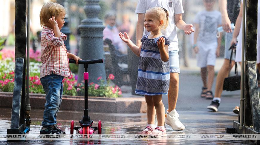 ФОТОФАКТ: На улицах Бреста заработали арочные охлаждающие устройства