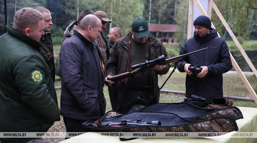 Осмотр охотничьих орудий