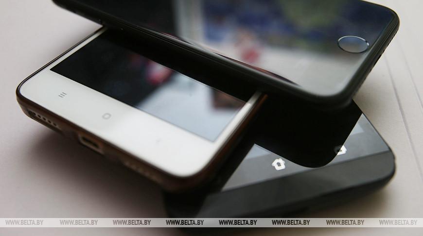 Продавец-консультант салона связи в Жлобине присвоила два мобильника и деньги