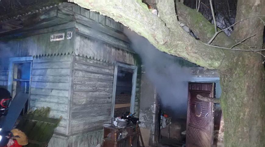 При пожаре частного дома в Речице спасли двух человек