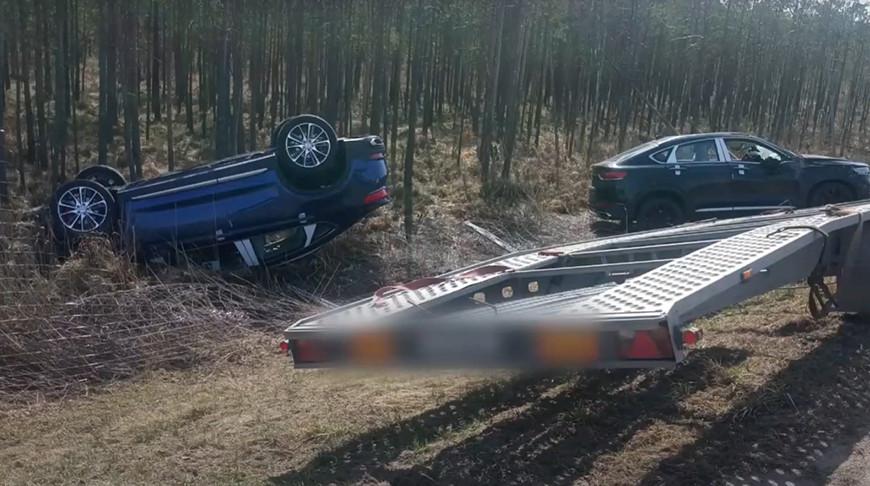 В Белыничском районе опрокинулся автовоз с новыми машинами