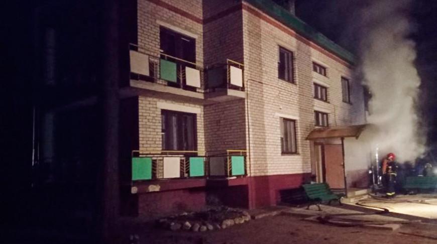 Пожар в здания базы отдыха. Фото Витебского областного управления МЧС