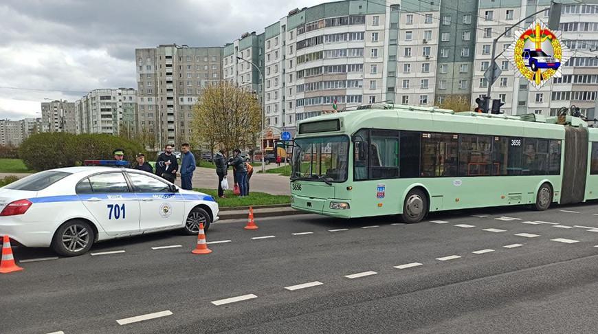 В Минске на улице Рафиева троллейбус совершил наезд на пешехода