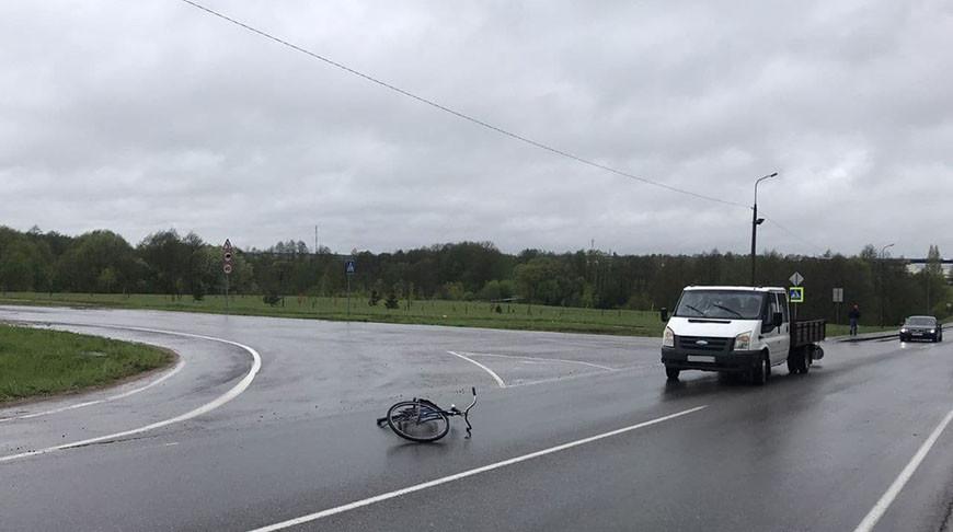 Под Ошмянами микроавтобус сбил велосипедиста