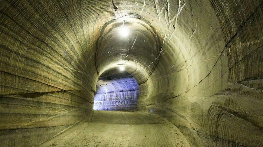 На руднике 'Беларуськалия' авто врезалось в стенку горной выработки: пострадал машинист