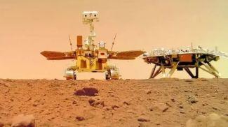 """Китайский марсоход прислал """"селфи"""" и фото с Марса. Фото CNSA"""