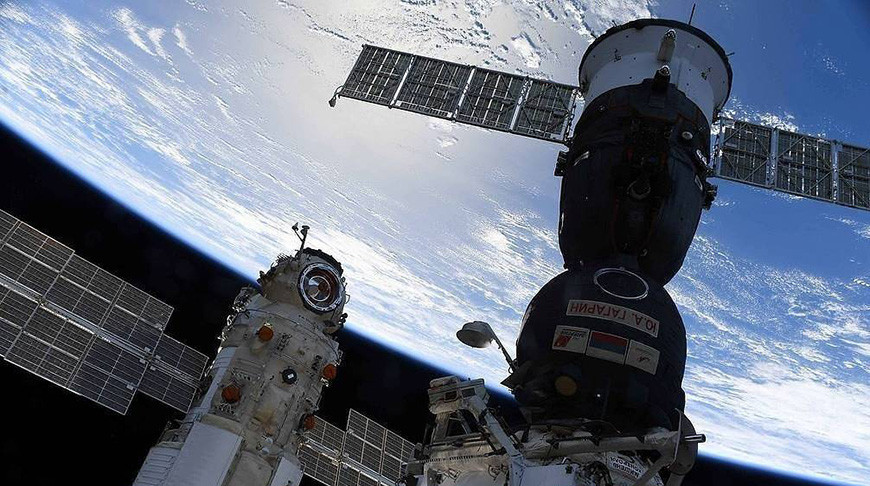 """Космический корабль Союз МС-18 """"Ю. А. Гагарин"""" (справа). Фото космонавта Олега Новицкого/ГК """"Роскосмос"""""""