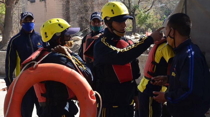 Спасатели, военные и полицейские работали в зоне бедствия. Фото  AFP