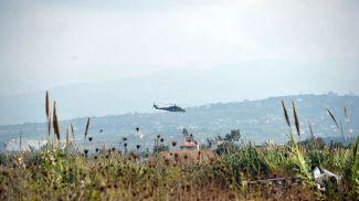 Российский вертолет патрулирует окрестности авиабазы, Сирия. Фото из архива  РИА Новости