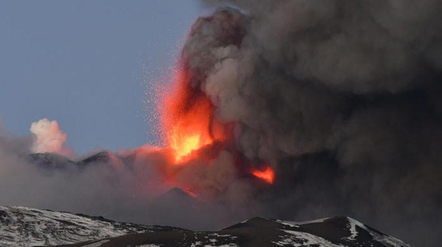 Аэропорт Катании прервал работу из-за извержения вулкана Этна