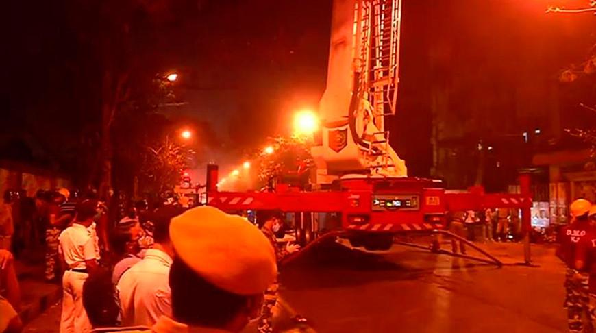 Девять человек погибли при пожаре в офисном здании в Индии