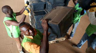 Подготовка ко второму туру выборов. Фото Reuters