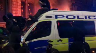 Скриншот из видео The Guardian