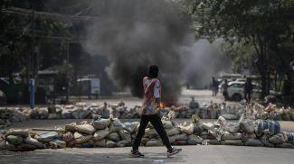 Во время столкновений. Фото EPA-EFE