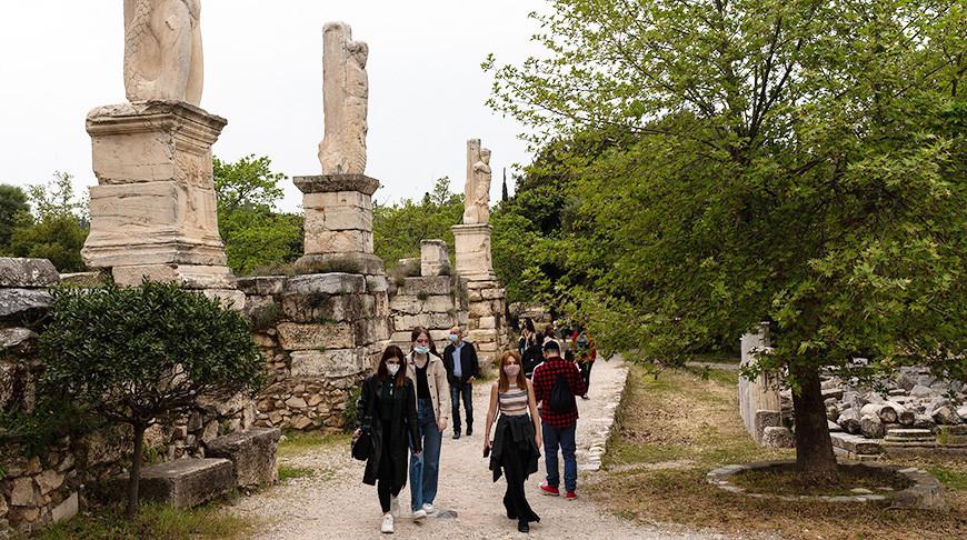 Власти Греции в начале мая ослабят эпидемиологические ограничения