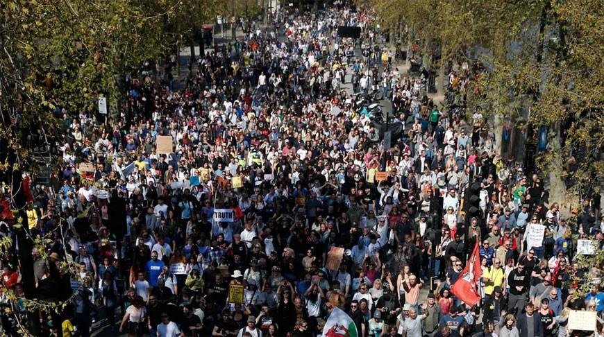 Восемь полицейских пострадали во время протестов в Лондоне