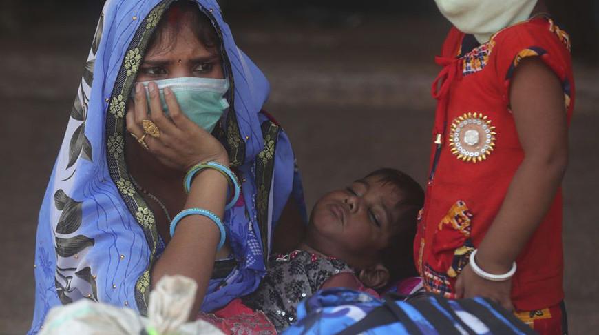 Власти Индии рекомендовали жителям пользоваться защитными масками даже дома