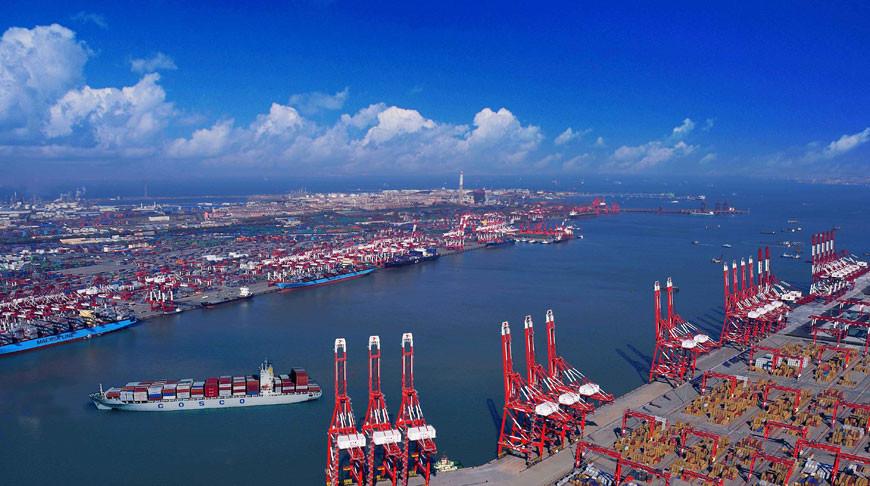Порт Циндао. Фото  seatrade-maritime.com