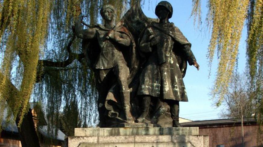 Памятник советско-польскому братству пооружию вЧеховице-Дзедзице. Фото wikimedia.org