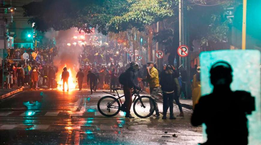 За время протестов против налоговой реформы в Колумбии пропали почти 400 человек
