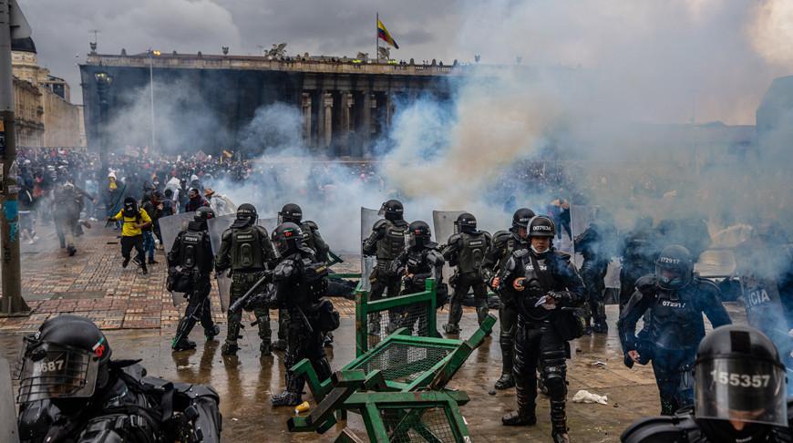 Протесты в Колумбии: за 13 дней пострадали 849 полицейских