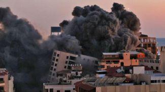 В результате удара по сектору Газа было разрушено высотное здание, где находились офисы движения ХАМАС. Фото  AFP