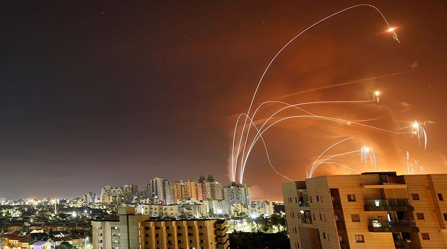 Запущенные из сектора Газа в сторону Израиля ракеты. Фото  Reuters