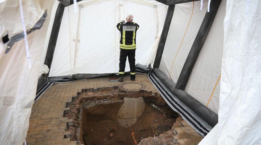 В Германии на парковке банка строители обнаружили 8-метровый туннель