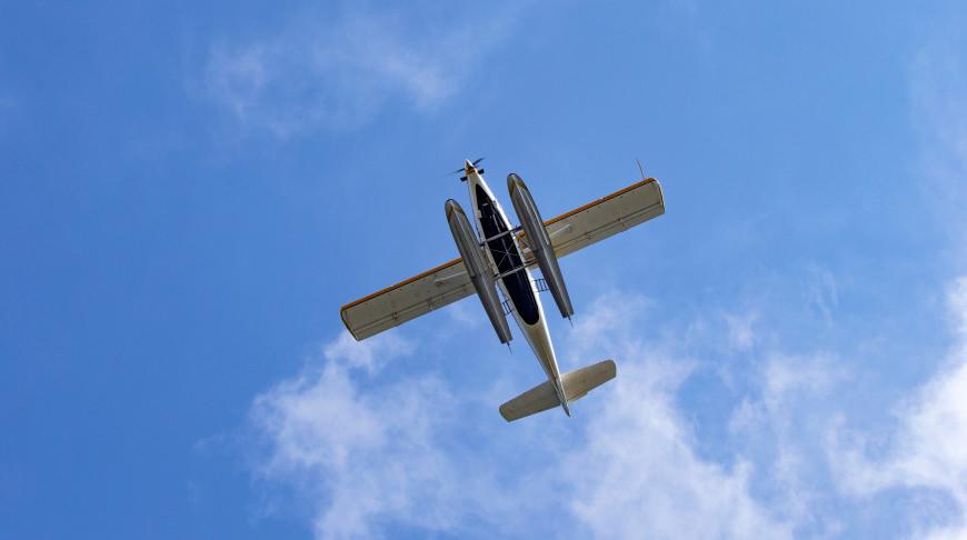 В Калифорнии самолет совершил аварийную посадку на шоссе