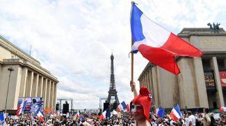 Протест в Париже против ужесточения карантинных ограничений. Фото Getty Images