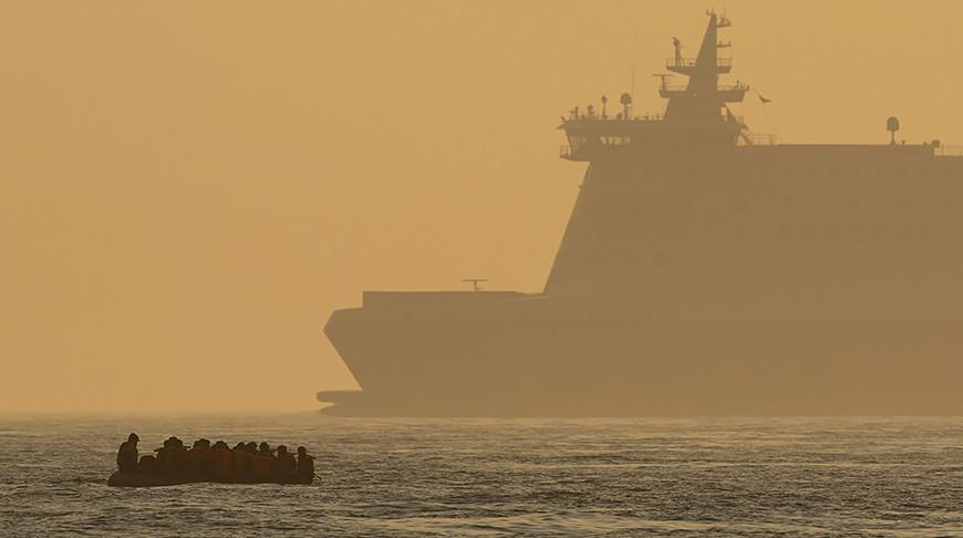 Мигранты пересекают Ла-Манш. Фото Getty Images