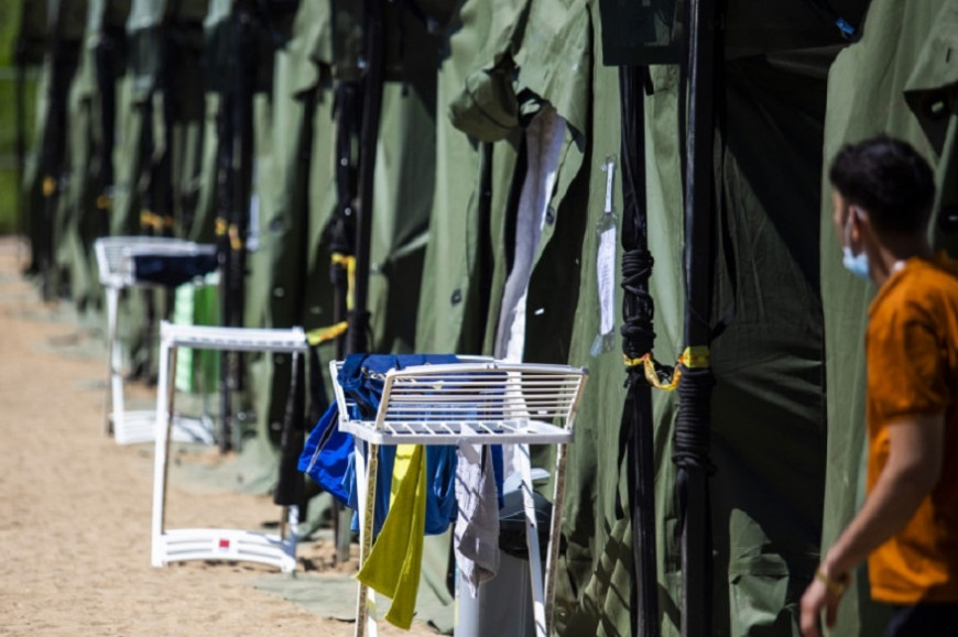 В Литве вторые сутки ищут сбежавших из лагеря мигрантов