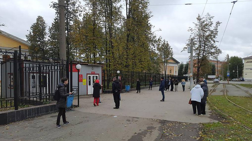 У входа на территорию Пермского государственного университета. Фото ТАСС
