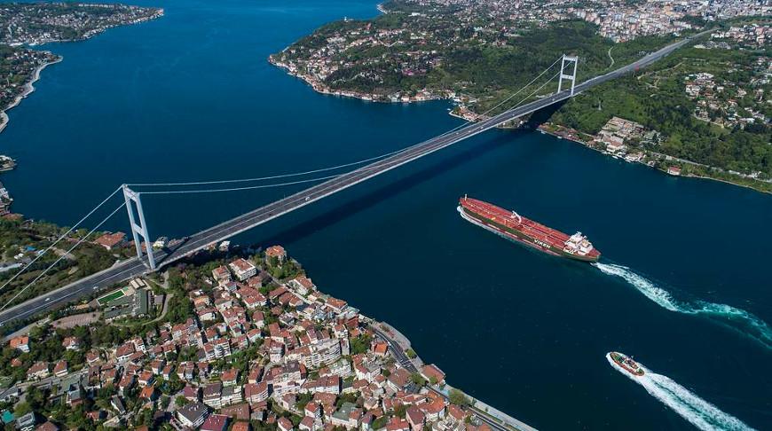 Пролив Босфор. Фото из архива EPA-EFE